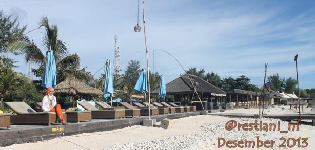 Deck romantis ini gratis bagi siapapun, ga seperti di Dreamland Bali yang harus bayar sewa 100rb per orang.