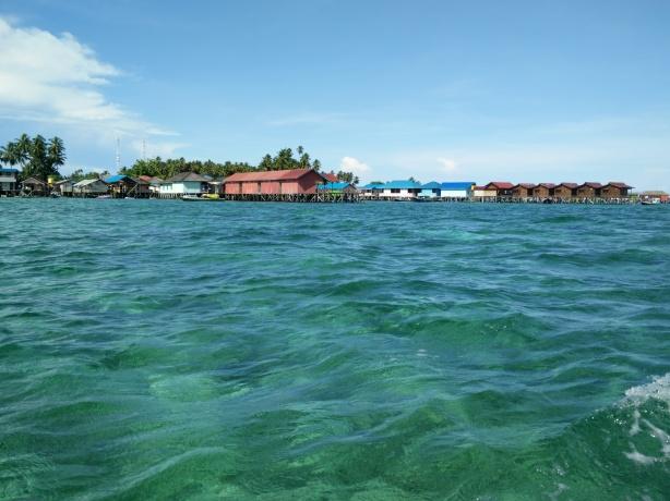 Horayy... Nyampe Juga ke Derawan, Lihatt Terumbu karangnya pun terlihat jelas dari atas speedboat