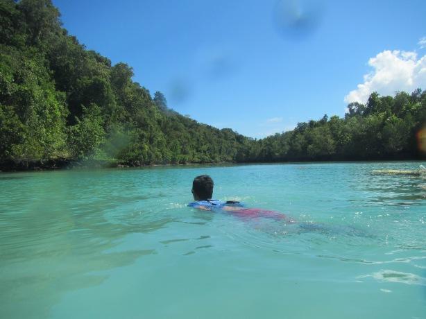 Pemanasan dulu buat snorkeling ntar :D